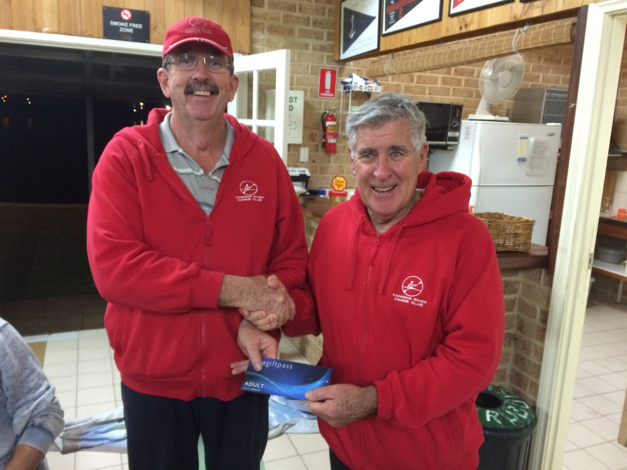 Tuesday 1st September 2015 : Club member Joe Wilson presenting tonights winner Dave Griffiths with a movie voucher