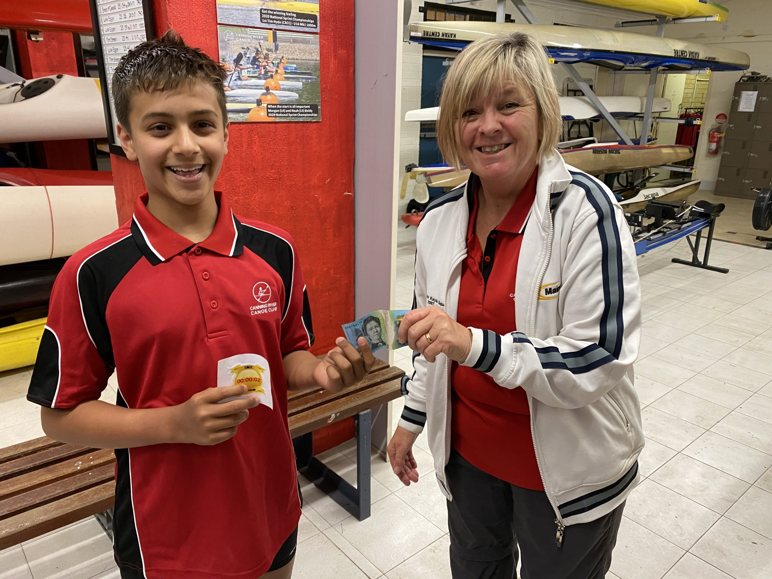 Tuesday 6th October 2020 : Tonight's photo shows club member Judith Thompson presenting tonight's winner Connor Jacob with $10 cash.
